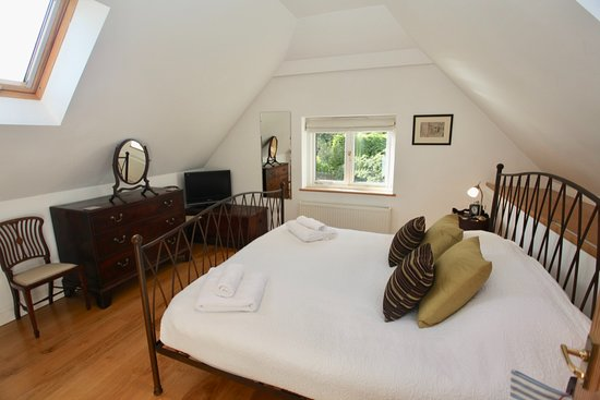 Church Gate: Mirror, a double bedroom with a Super Kingsize bed & ensuite bathroom