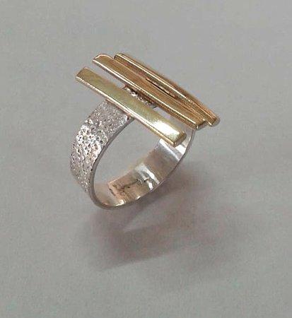 Sanur Jewellery Studio : sandpaper texture with brass fence design ring - half day class