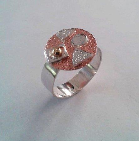 Sanur Jewellery Studio: copper disk and geometric pattern ring