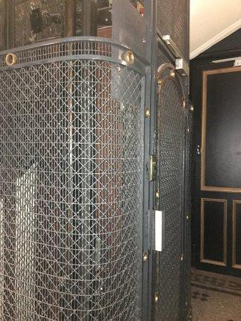 Alba Opera Hotel: Great Lift