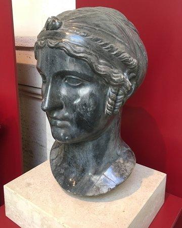 Museo Nazionale Romano - Palazzo Massimo alle Terme: Ritratto femminile acconciatura
