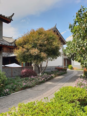 InterContinental Lijiang Ancient Town Resort: Inside the hotel grounds