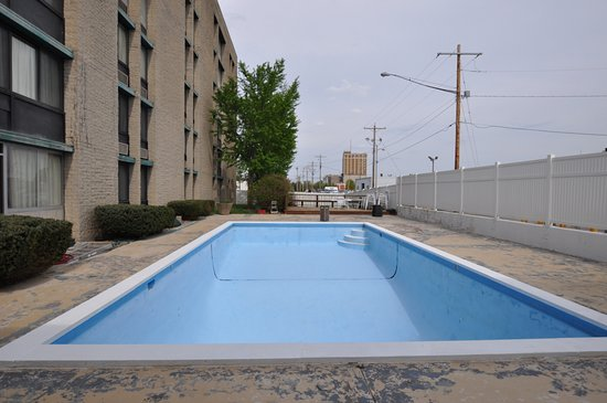 Pool - Picture of Days Hotel by Wyndham Danville Conference Center - Tripadvisor