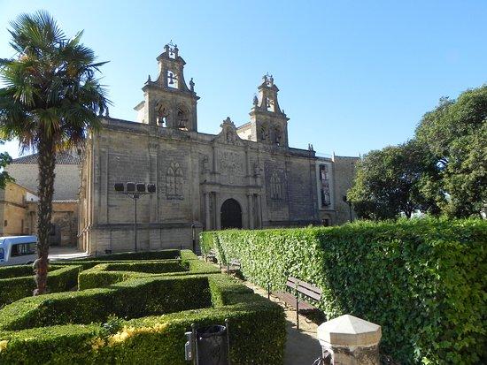 Plaza Vazquez de Molina : Iglesia de Santa María de los Reales Alcázares.