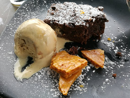 Church Knowle, UK: Choc brownie, salted caramel ice cream and honeycomb (so lovely I started eating it before takin
