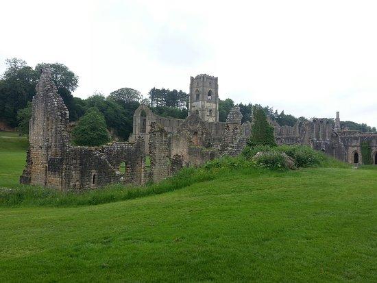 斯托雷利皇家公园及其方廷斯修道院遗址照片