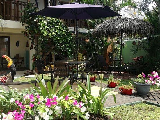 Hotel Posada Nena: Zugang zu den Gartenzimmern