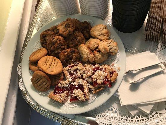 The Rhett House Inn : Beverly's amazing cookies: chocolate chip, coconut, peanut butter, raspberry.