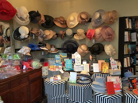 Burford, UK: Abundant ladies hats and books