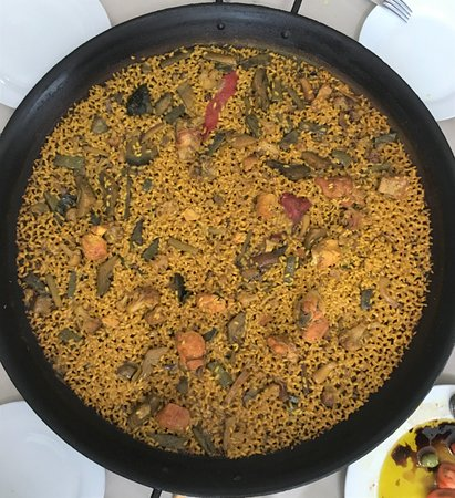 Arroces El Pillo: Arroz al sarmiento de pollos y verduras.