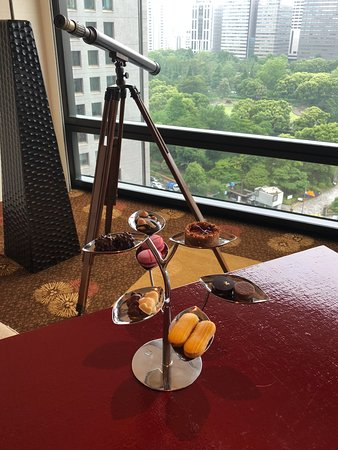 The Peninsula Tokyo: Pretty treats left in the suite