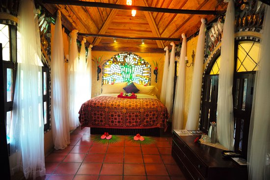 Belize Boutique Resort & Spa: Bungalow are more spacious rooms designed for couples with indoor lounge room and hot tub.