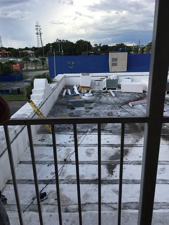 Days Inn by Wyndham Orlando Near Millenia Mall: This is what the 4th floor view looks like.