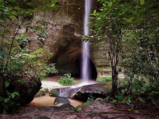 Caverna Refúgio do Magoara é um dos cenários mais fascinante de Presidente Figueiredo.