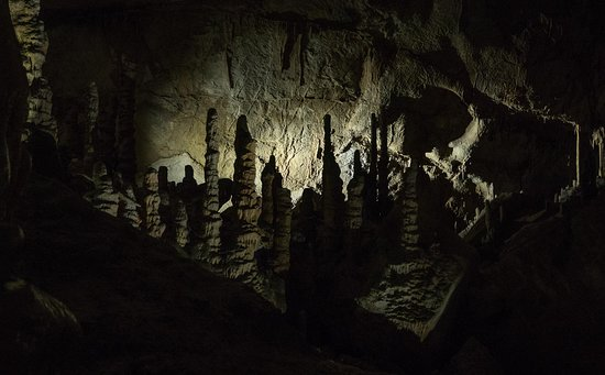 Lewis and Clark Caverns State Park: Typical cave features (only one room has colored lighting)