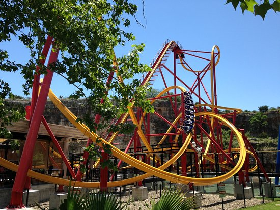 The Wonder Woman Ride Is Worth The Wait Picture Of Six Flags