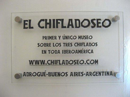 Adrogue, อาร์เจนตินา: El cartel de bienvenida del museo.