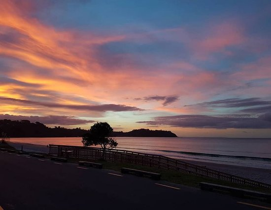 Onetangi, New Zealand: Spectacular SunSets!