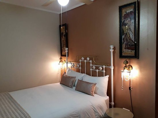 Newcastle, Sudáfrica: Spacious Bedroom with a Double bed