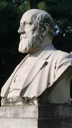 Denkmal Eduard Suess