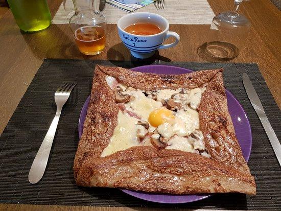 Creperie La Chaumine: crêpes jambon,œuf, champignons,mozzarella