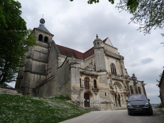 Tonnerre, França: Eglise Saint-Pierre
