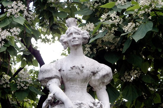 Statue La Grisette Photo