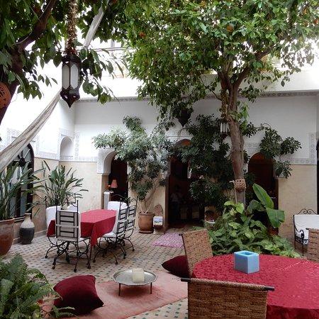 阿格爾扎梅摩洛哥傳統庭院住宅照片