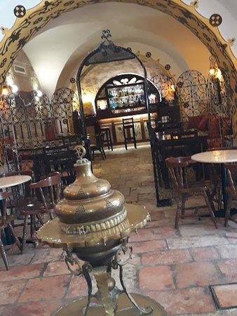 Gloria Hotel: il bar a piano terra