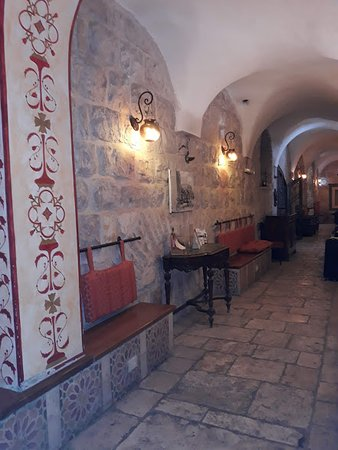 Gloria Hotel: Un corridoio al piano terra
