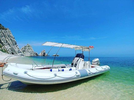 Numana, Italia: Atterraggio in un angolo di paradiso... spiaggia delle due sorelle