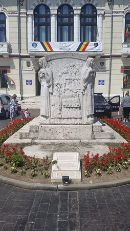 Targu Jiu, Romania: Grave of the great hero