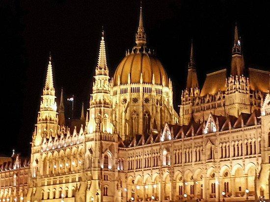sports shoes 34432 f2612 avondtour / bootvaart Budapest - het Hongaarse ...