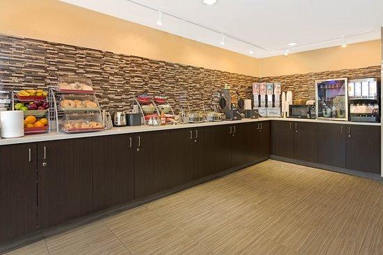 Hawthorn Suites by Wyndham Cincinnati: Breakfast Area