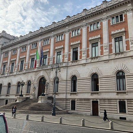Palazzo di montecitorio sede della camera dei deputati for Palazzo della camera dei deputati