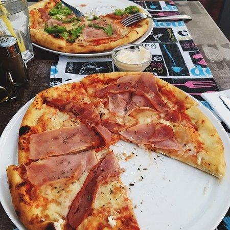 Hollister Food Music & Bar: God pizza!
