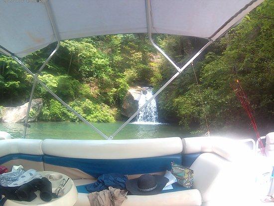 Jocassee Keowee Rentals LLC: One of the beautiful waterfalls on Lake Jacossee