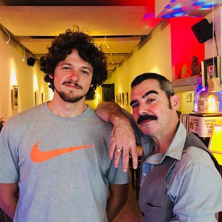 Hippe Bar mit Kunstgeschmack