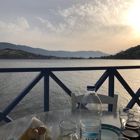 Evriali Seaside Restaurant : Brilliant setting & good Greek food!