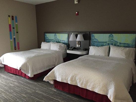 Hampton Inn and Suites Lake City: Nice room with good amenities.