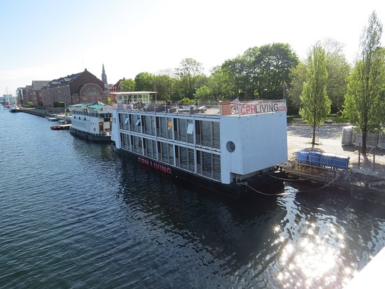 CPHLIVING Floating Hotel : view of houseboat