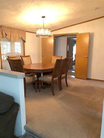 Kabetogama, MN: Cottage-at-Ash-River dining room