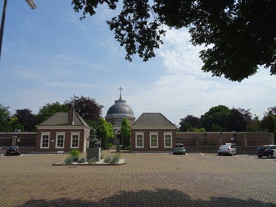 Begraafplaats Sint Petrus Banden