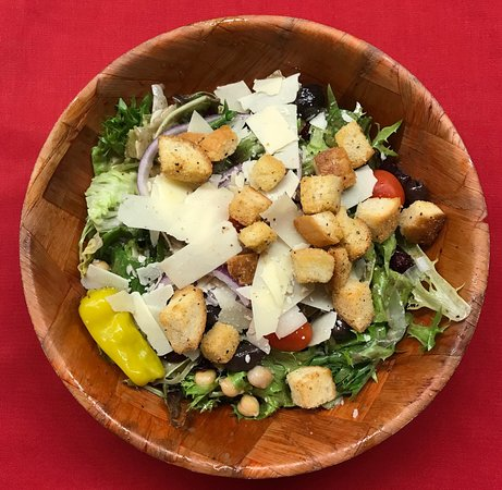 Liverpool, NY: Nick and Angelo's House Salad Served Family Style