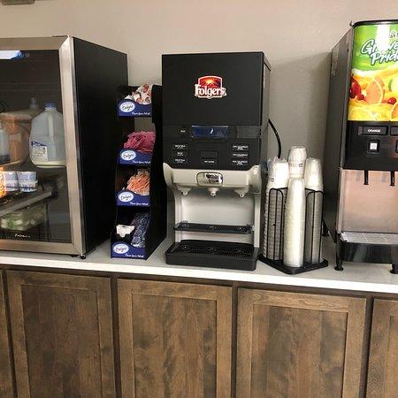 Higginsville, MO: Free Hot Breakfast