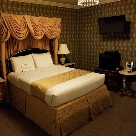 โรงแรมมาเจสติค: Standard Queen Room