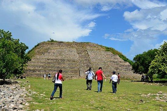 Izamal, Mexique : Pirámide Kinich-Kakmó.