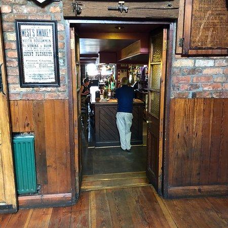 Geary's Bar: photo4.jpg