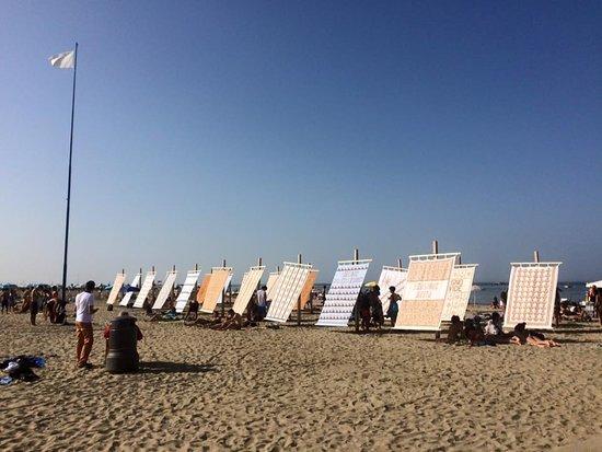 Tende allaperto a un piano tende da spiaggia persone colore