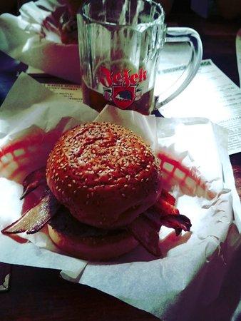 The Tavern Bar: Burger
